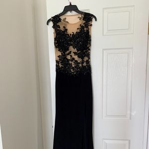 Caché Evening Gown